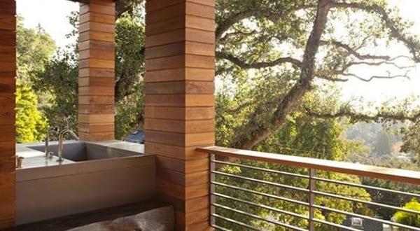 baden im freien_außenbadewanne einmauern