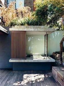 badewanne einmauern als badezimmeridee für den außenbereich