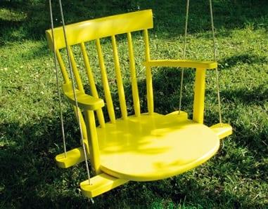 coole Idee für DIY gartenschaukel aus holzstühl gelb