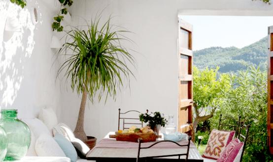 coole gartengestaltung mit kleiner sitzecke als kleines wohnzimmer draußen