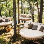runde Hängematte aus Rattan für coole Gartengestaltung im Sommer