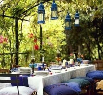 coole gartenparty idee für deko in weiß und blau