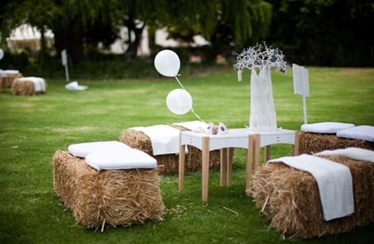 Coole gartenparty ideen mit heuballen als sitzecke freshouse - Gartenparty deko ideen ...