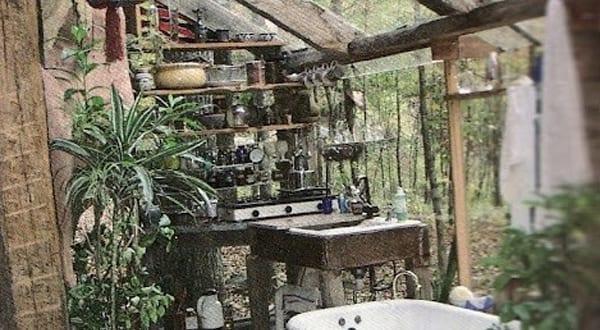 coole idee für badezimmer im außenbereich mit badezimmer deko aus blumen