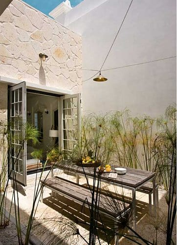 Drinnen und drau en wohnen kleines garten mit esstisch holz einrichten freshouse - Beppler wohnen und garten ...