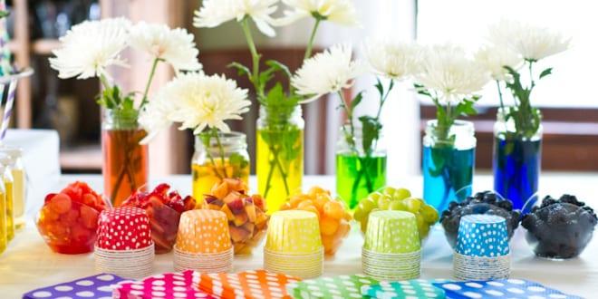 farbige tischdeko für gartenpartys