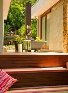 gartengestaltung mit badewanne schwarz zu baden im freien