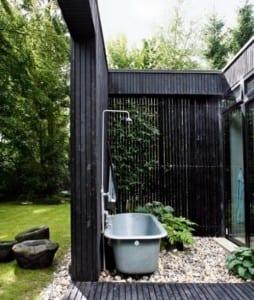 gartengestaltung mit offenem badezimmer