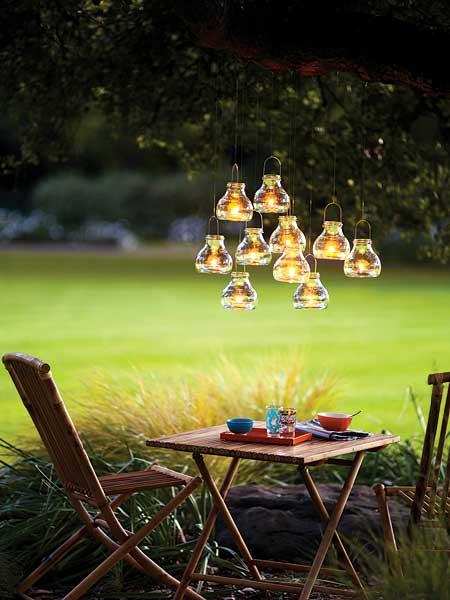 gartenparty deko mit hängenden teelichthalter aus glas und holz, Hause und Garten