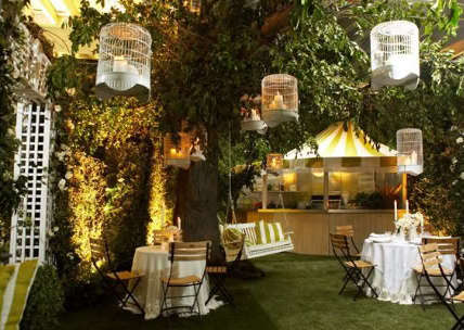 Gartenparty deko mit runden vogelk figen freshouse - Gartenparty hochzeit ...