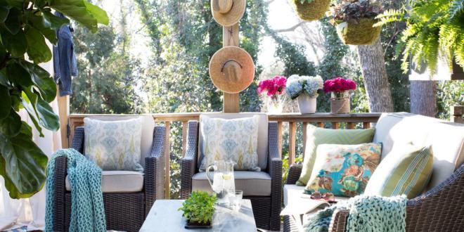Ideen Für Kleines Wohnzimmer Draußen Und Coole Terrassengestaltung Mit  Teppich Blau