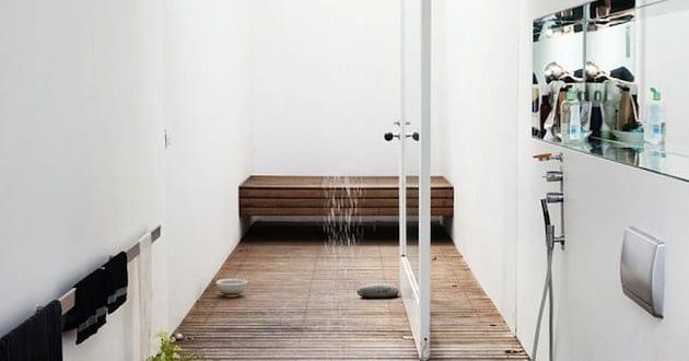 Kleine Badezimmer Ideen Mit Holzboden Und Deckenduschkopf Freshouse