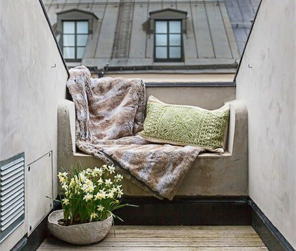 kleiner balkon mit ausgemauertem sofa gestalten freshouse. Black Bedroom Furniture Sets. Home Design Ideas