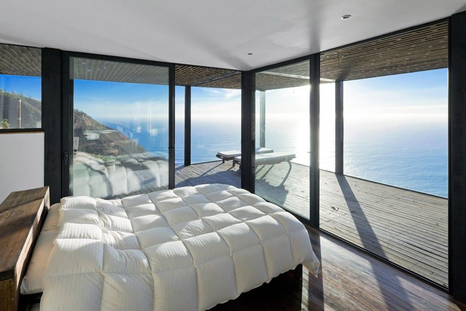 Luxus Schlafzimmer Mit Glaswänden Und Holzbett Einrichten