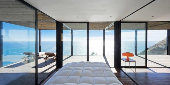 moderne schlafzimmer inspiration fr einrichtung kleiner schlafzimmer mit verglasung und blick aufs meer - Moderne Einrichtung Schlafzimmer