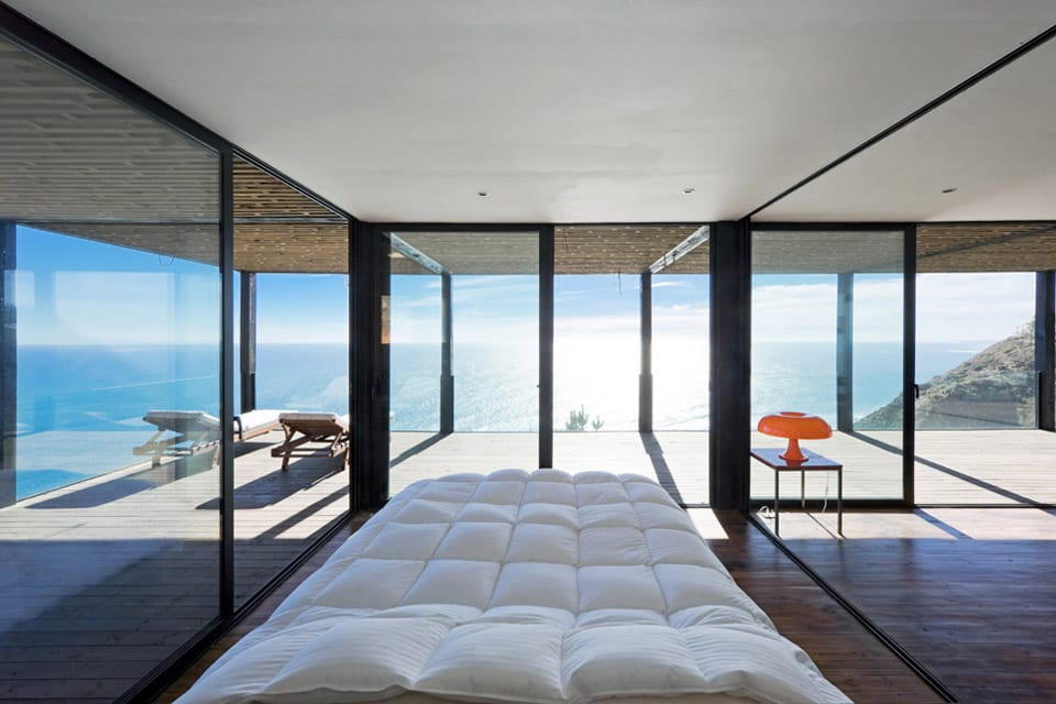 Moderne Einrichtung Schlafzimmer #19: Moderne Schlafzimmer Inspiration Für Einrichtung Kleiner Schlafzimmer Mit  Verglasung Und Blick Aufs Meer