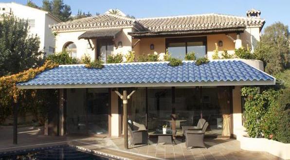 Energieeffiziente Dacheindeckung mit Glasziegeln