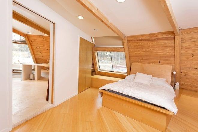 Modernes Schlafzimmer Dachschräge Mit Holzboden Und Wandverkleidung Aus Holz