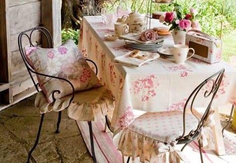rustikales wohnzimmer romantisch einrichten auf die terrasse mit natursteinboden freshouse. Black Bedroom Furniture Sets. Home Design Ideas