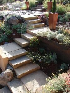 schöne gartenidee für DIY Gartentreppe aus Steinen