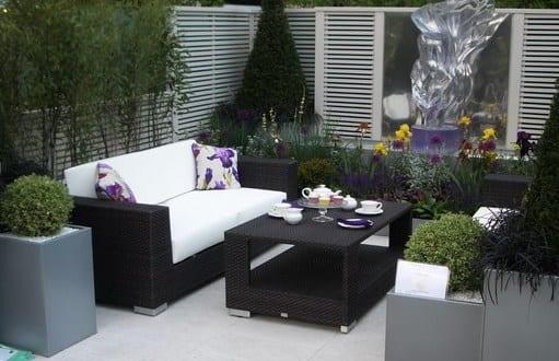 schwarze rattanmöbel für kleines wohnzimmergestaltung draußen im garten