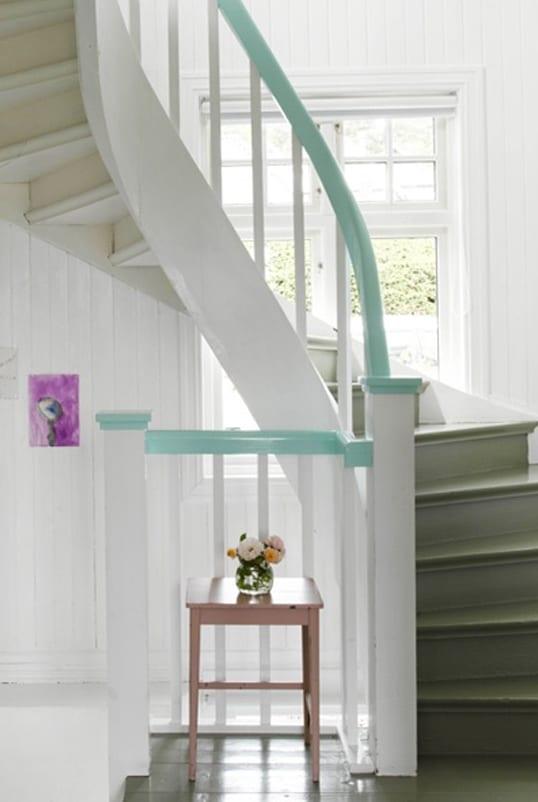 gel nder streichen in wei und hellblau freshouse. Black Bedroom Furniture Sets. Home Design Ideas