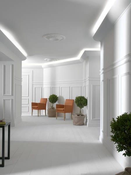 interessante wohnidee flur mit indirekter deckenbeleuchtung mit wei em licht von santa ana. Black Bedroom Furniture Sets. Home Design Ideas