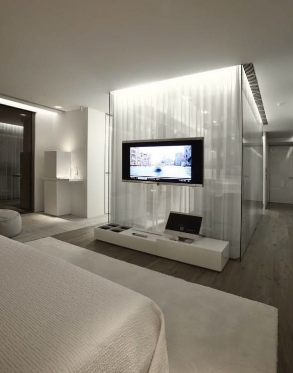 Interior Design Schlafzimmer Mit Ankleideraum Und Moderne Einrichtung Mit  Weißen Gardinen Und Sideboard Weiß