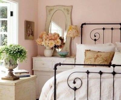 Kleines schlafzimmer mit dachschr ge in wei und hellrosa einrichten freshouse - Hellrosa wandfarbe ...