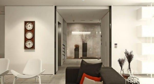 luxus interieur in schwarz wei und wohnidee flur mit glaswand und marmorbodenbelag freshouse. Black Bedroom Furniture Sets. Home Design Ideas