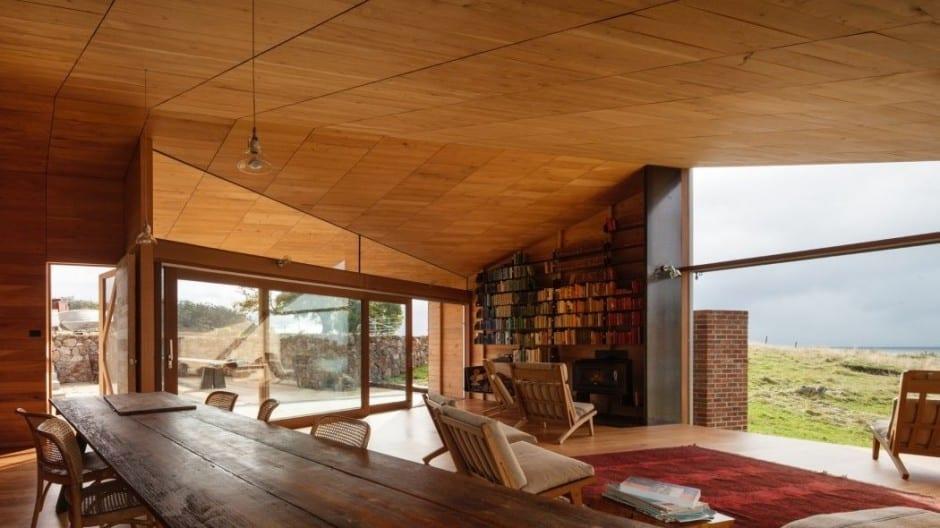 Moderne Wohnzimmer Holz Mit Kamin Und Bücherregalen Als Wanddekoration