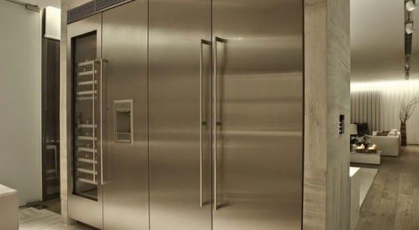 Auto Mit Eingebautem Kühlschrank : Moderne küche interieur mit marmorfußboden und eingebautem