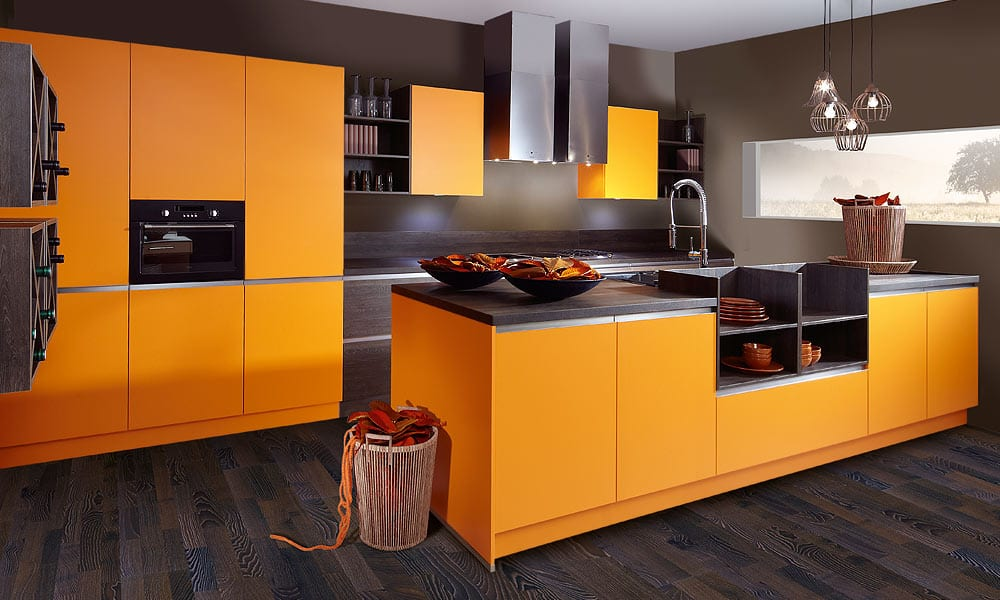 moderne k che mit kochinsel in orange von schroeder kuechen freshouse. Black Bedroom Furniture Sets. Home Design Ideas