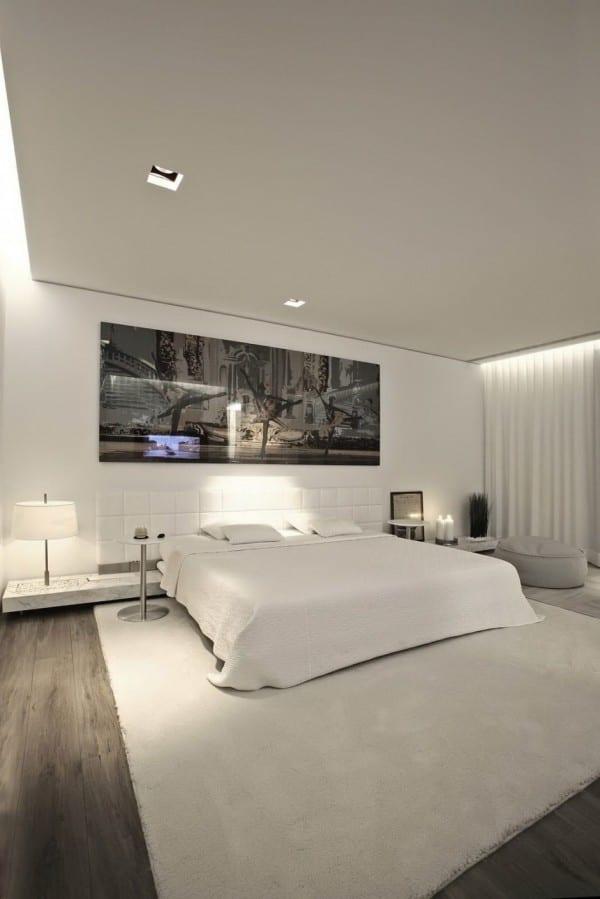 moderne schlafzimmer einrichtung mit king size bett wei und kopfbrett aus leder wei freshouse. Black Bedroom Furniture Sets. Home Design Ideas