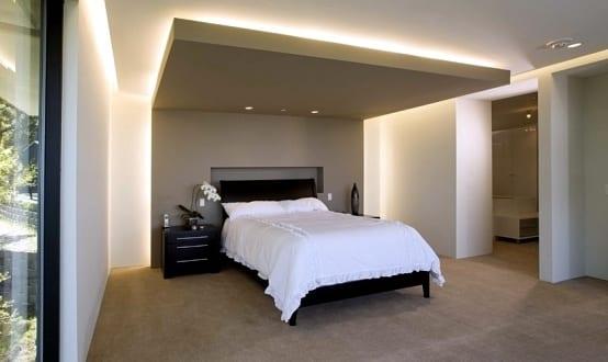 modernes schlafzimmer mit lichtgestaltung durch indirekte. Black Bedroom Furniture Sets. Home Design Ideas
