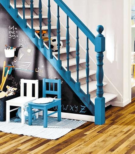 Treppengel nder in blau streichen freshouse - Wohnzimmer blau streichen ...