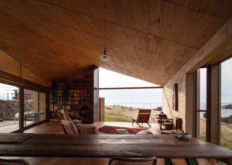 Wohn Esszimmer Mit Schragdach Und Schiebeturen Zur Holzterrasse
