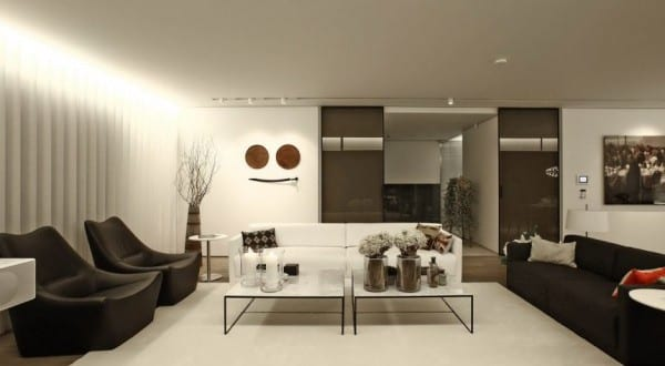wohnzimmer modern mit indirekter deckenbeleuchtung und sitzecke ...