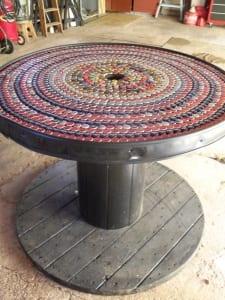 DIY Couchtisch rund mit coolem Design