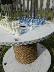 DIY Holztisch rund aus kabelrolle mit seiledeko