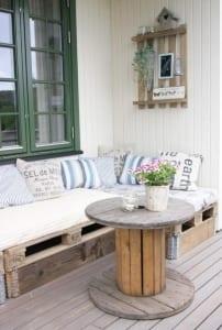 DIY Terrassenmöbel aus paletten und kabelrolle