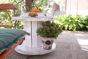 DIY couchtisch holz aus kabelrolle für coole gartengestaltung