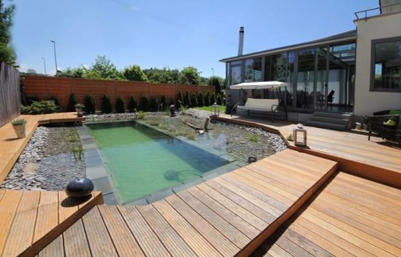 holzterrasse mit schwimmteiche selber bauen als kreative hofgarten idee freshouse. Black Bedroom Furniture Sets. Home Design Ideas