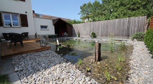 Schwimmteiche selber bauen im hofgarten als coole wassergestaltung und gartengestaltung