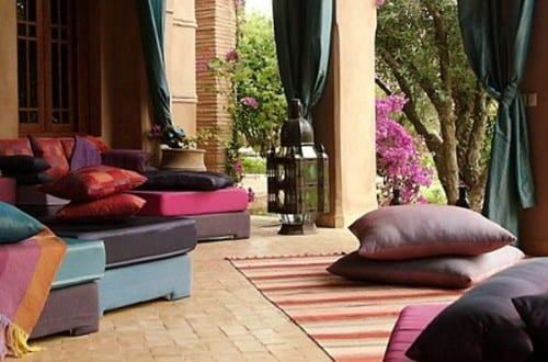 Terrasseneinrichtung und stylische Raumgestaltung mit bodenkissen