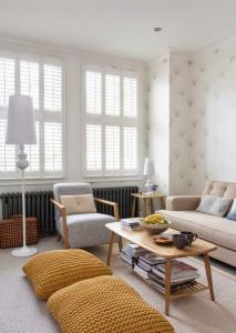 bodenkissen gelb für moderne Wohnzimmereinrichtung