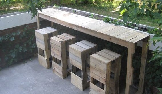 coole diy gartenm bel aus europaletten gartenbar selber. Black Bedroom Furniture Sets. Home Design Ideas