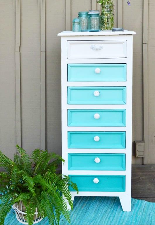 Möbel Streichen Farbe coole-möbel-streichen-idee-in-weiß-und-blau - freshouse