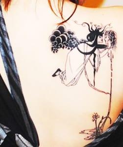 coole-tattoo-ideen-für-frauen-als-rückentatto