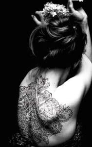 frauen-Mandala-Tattoo-für-den-rücken